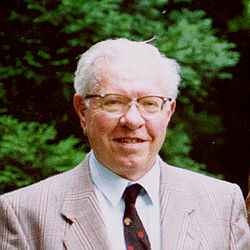 Sir Fred Hoyle Credit: Wikipedia