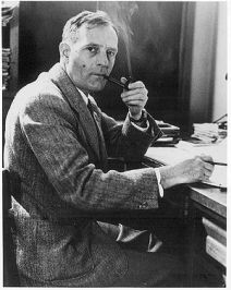 Edwin_Hubble_with_pipe