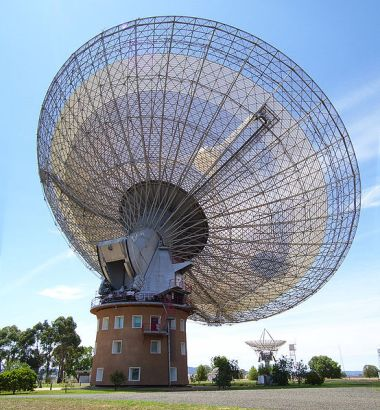Figure 1: The Parkes radio telescope Credit: Diceman Stephen West (Own work) [CC BY-SA 3.0 via Wikimedia Commons