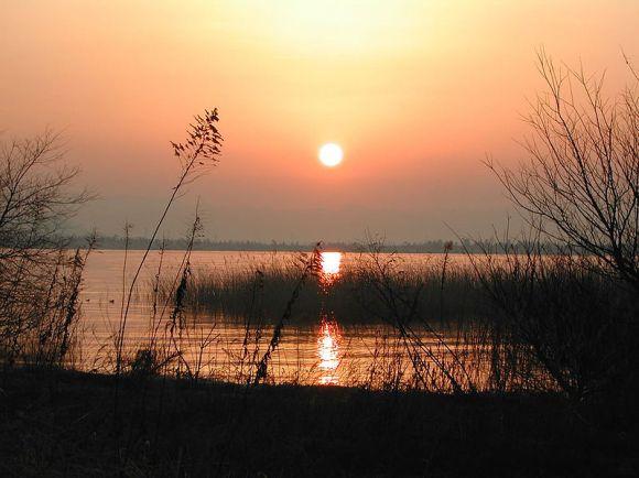 Sunrise over lake Biwa Credit: Wikipedia